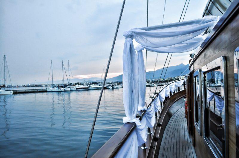 boat staging cote d'azur, entretien, nettoyage de bateau, voilier, polish, lustrage, carénage, antifouing